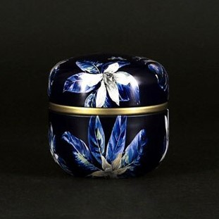 Black flower urn 1